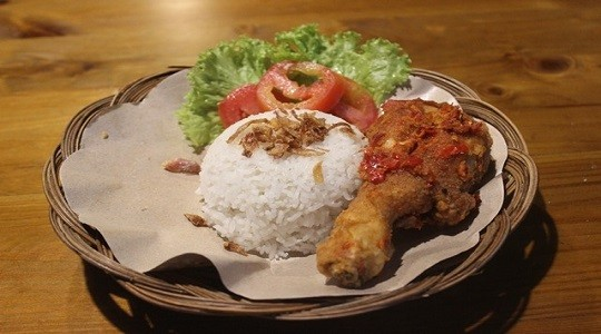 Menu & Review Ayam Geprek Milenial - Senen