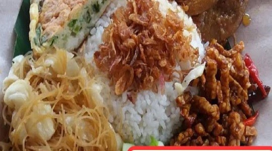 Menu & Review Nasi Uduk Bang Dens - Pondok Labu