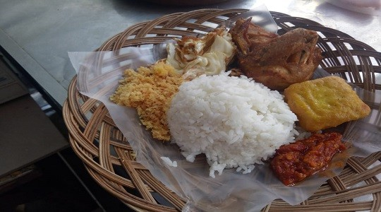 Menu & Review Ayam Penyet Kremes Gemess - Food Market Sunter